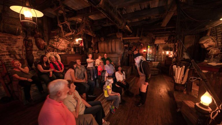 savannah chandlery guide telling guests a story